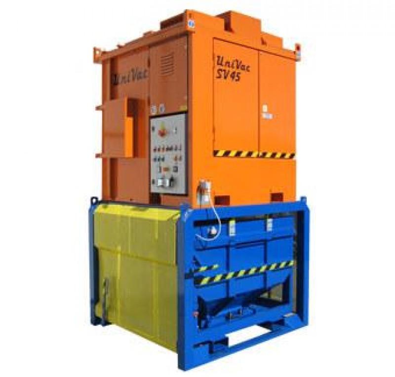 Elektryczna jednostka ssąca na holowanej przyczepie, z kompletnym systemem przechylania i opróżniania zbiornika oraz z zespołem filtracyjnym.